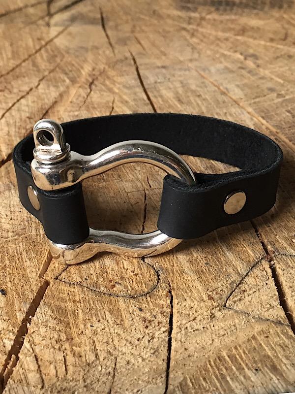 Shackle Bracelet 1